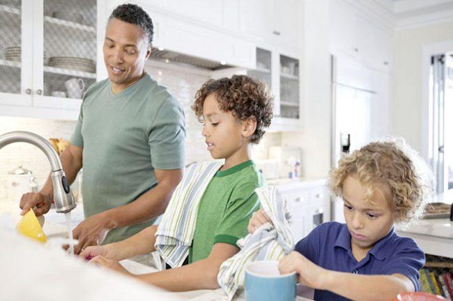 Hãy đứng dậy và làm một vài việc nhẹ nhàng sau bữa ănđể không còn lo lắng về trào ngược!