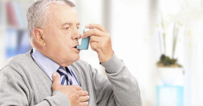 Người bị trào ngược dễ mắc bệnh đường hô hấp.