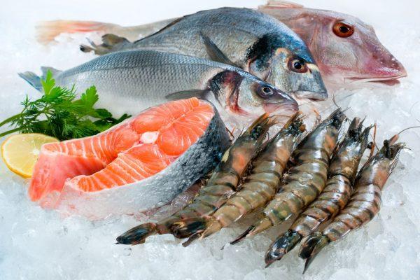 Người bị trào ngược nên ăn cá và hải sản.